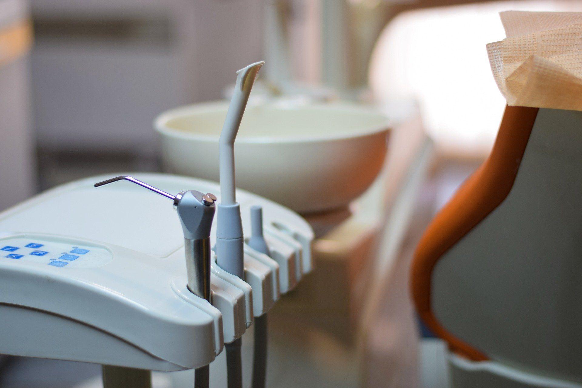 atención al paciente en una clínica dental